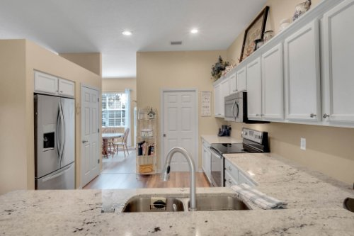 1625-Stoneywood-Way--Apopka--FL-32712----11---Kitchen.jpg
