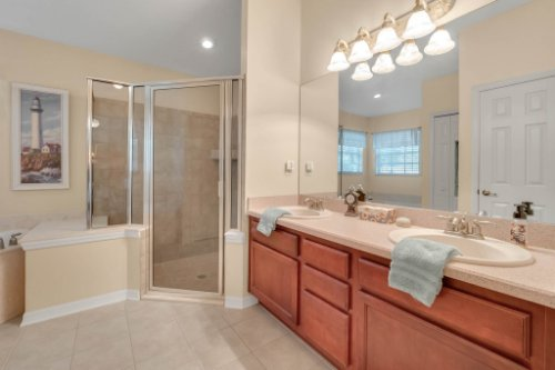 1625-Stoneywood-Way--Apopka--FL-32712----14---Master-Bathroom.jpg
