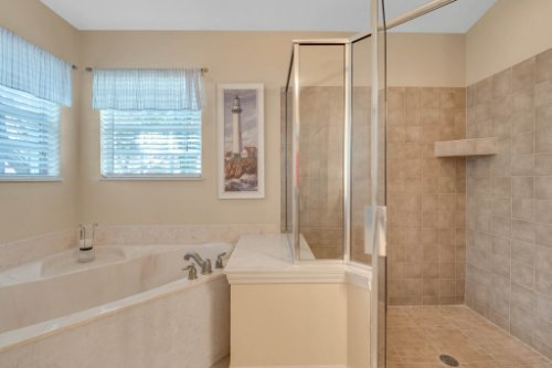 1625-Stoneywood-Way--Apopka--FL-32712----15---Master-Bathroom.jpg
