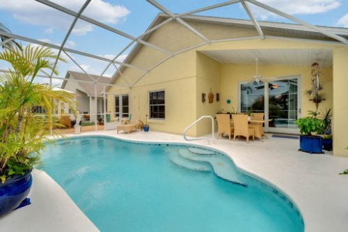 7909-Oakstone-Ct--Orlando--FL-32822----05---Pool.jpg