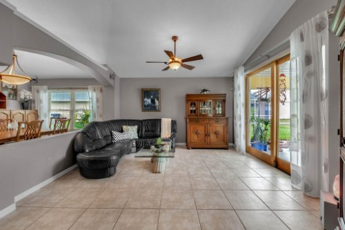 7909-Oakstone-Ct--Orlando--FL-32822----11---Family-Room.jpg