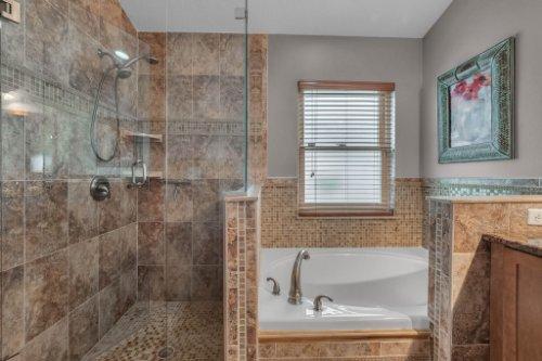 7909-Oakstone-Ct--Orlando--FL-32822----21---Master-Bathroom.jpg