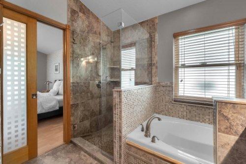 7909-Oakstone-Ct--Orlando--FL-32822----22---Master-Bathroom.jpg