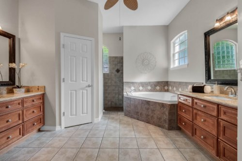 6114-Indian-Meadow-St--Orlando--FL-32819----24---Master-Bathroom.jpg