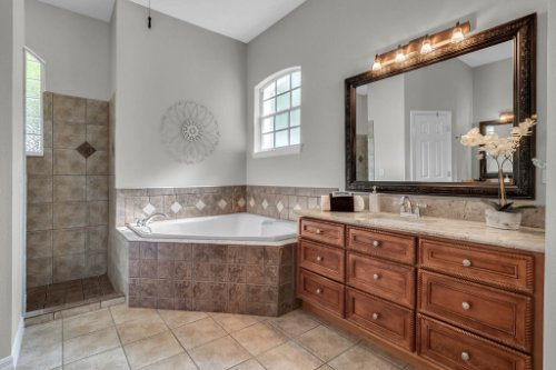 6114-Indian-Meadow-St--Orlando--FL-32819----25---Master-Bathroom.jpg