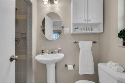 1103-Briercliff-Dr--Orlando--FL-32806-Aerial----19---Master-Bathroom.jpg