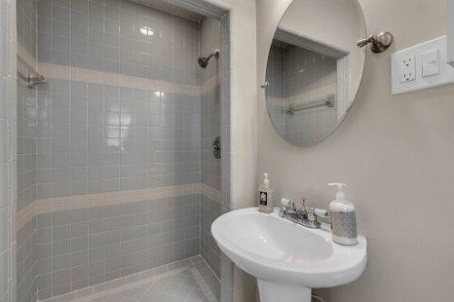 1103-Briercliff-Dr--Orlando--FL-32806-Aerial----20---Master-Bathroom.jpg