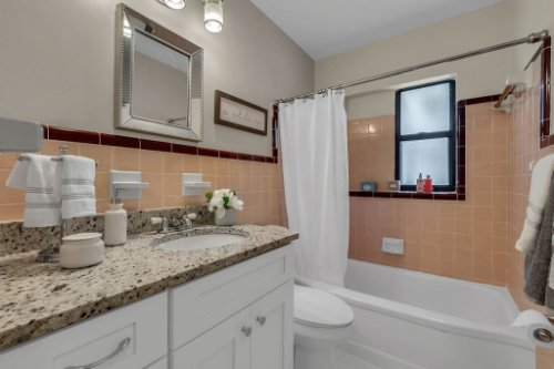 1103-Briercliff-Dr--Orlando--FL-32806-Aerial----22---Bathroom.jpg