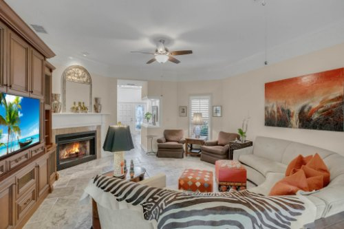 2706-Chambray-Ln.-Tampa--FL-33611--07--Living-Room-1----3.jpg