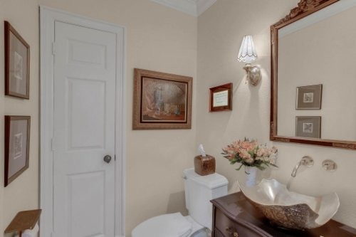 2706-Chambray-Ln.-Tampa--FL-33611--18--Powder-Room.jpg