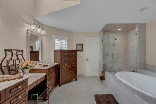 2706-Chambray-Ln.-Tampa--FL-33611--26--Owner-s-Bath-1----2.jpg