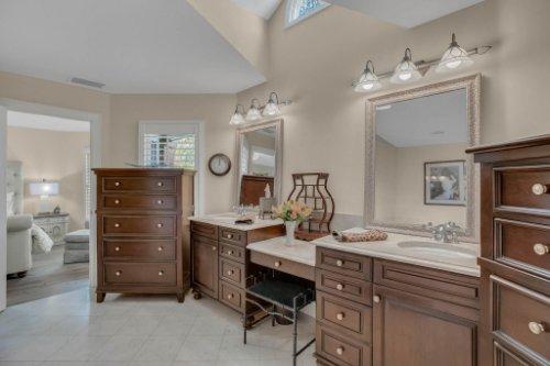 2706-Chambray-Ln.-Tampa--FL-33611--27--Owner-s-Bath-1----3.jpg