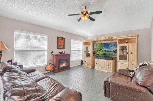 948-Woodcraft-Dr--Apopka--FL-32712---06---Family-Room.jpg