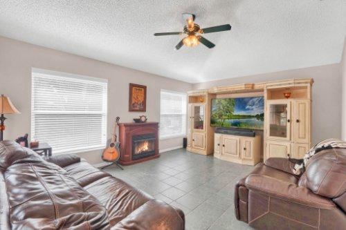 948-Woodcraft-Dr--Apopka--FL-32712---06---Family-Room.jpg