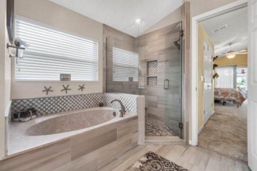 948-Woodcraft-Dr--Apopka--FL-32712---16---Master-Bathroom.jpg