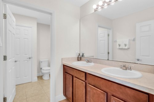 9819-Royal-Vista-Ave--Clermont--FL-34711----17---Bathroom.jpg