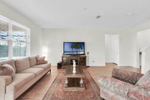 9819-Royal-Vista-Ave--Clermont--FL-34711----34---Family-Room.jpg