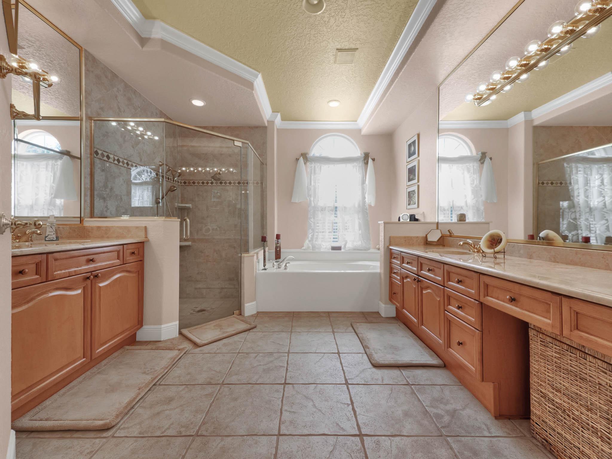 3213-Regal-Crest-Dr--Longwood--FL-32779----27---Master-Bathroom.jpg