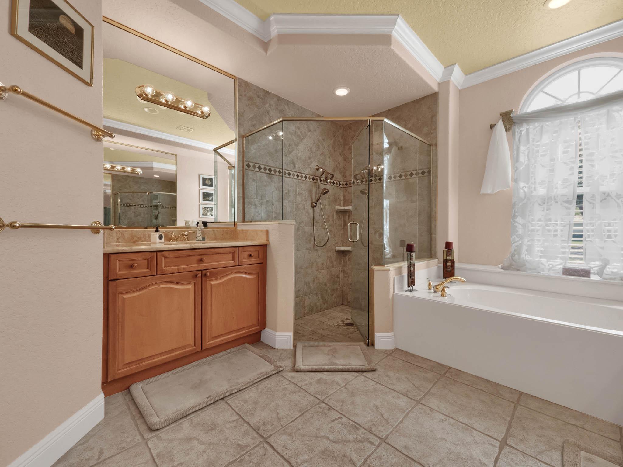 3213-Regal-Crest-Dr--Longwood--FL-32779----28---Master-Bathroom.jpg