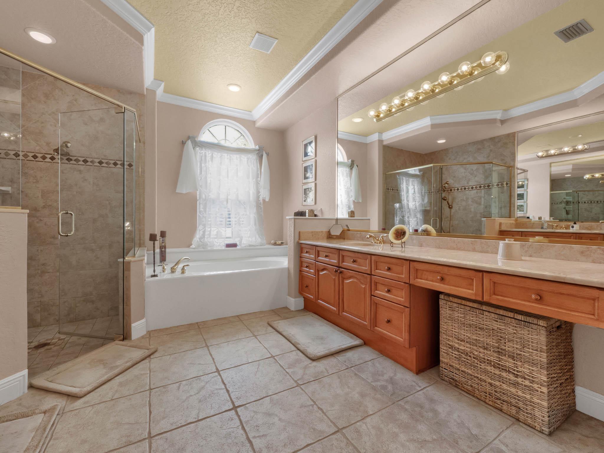 3213-Regal-Crest-Dr--Longwood--FL-32779----29---Master-Bathroom.jpg