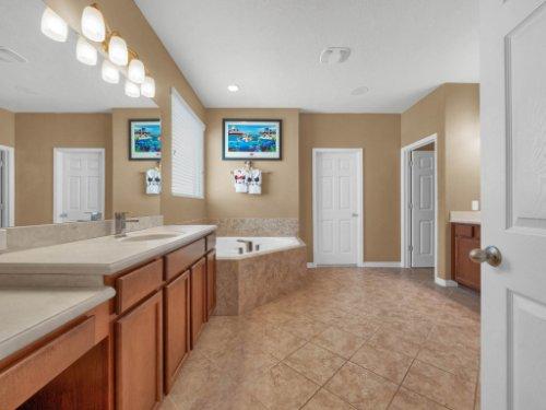 11861-Cave-Run-Ave--Windermere--FL-34786---19---Master-Bathroom.jpg