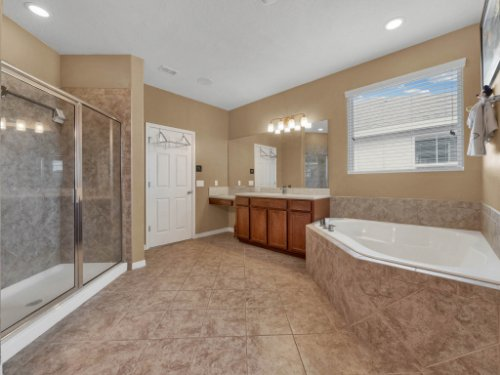 11861-Cave-Run-Ave--Windermere--FL-34786---21---Master-Bathroom.jpg