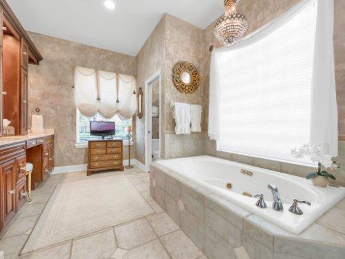960-Brightwater-Cir--Maitland--FL-32751---33---Master-Bathroom.jpg