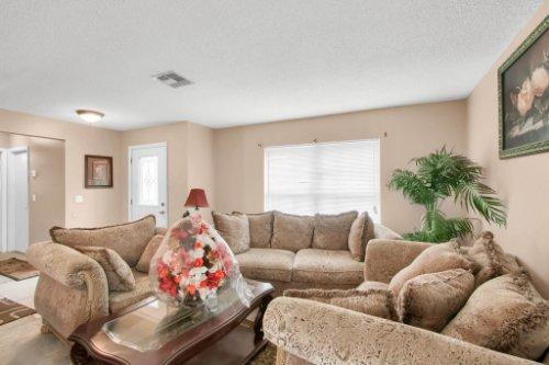 4715-Langdale-Dr--Orlando--FL-32808----02---Living.jpg