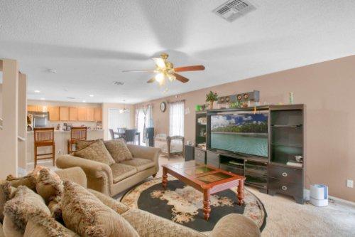 4715-Langdale-Dr--Orlando--FL-32808----07---Family-Room.jpg