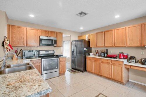 4715-Langdale-Dr--Orlando--FL-32808----10---Kitchen.jpg