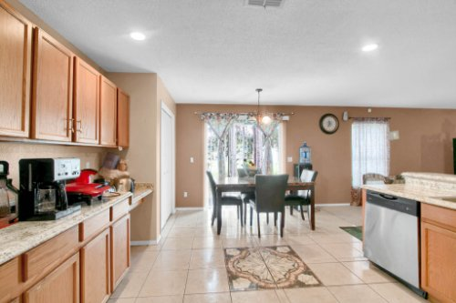 4715-Langdale-Dr--Orlando--FL-32808----11---Kitchen.jpg