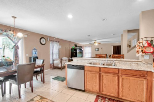 4715-Langdale-Dr--Orlando--FL-32808----12---Kitchen.jpg