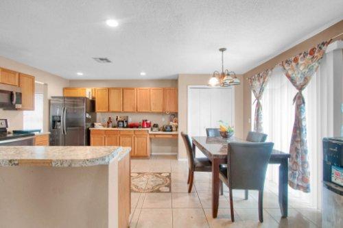 4715-Langdale-Dr--Orlando--FL-32808----13---Kitchen.jpg