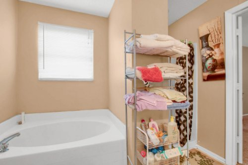 4715-Langdale-Dr--Orlando--FL-32808----20---Master-Bathroom.jpg