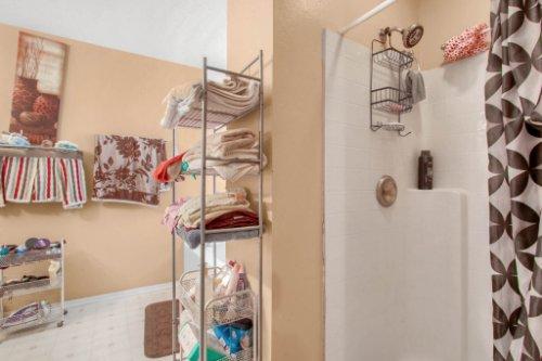 4715-Langdale-Dr--Orlando--FL-32808----22---Master-Bathroom.jpg