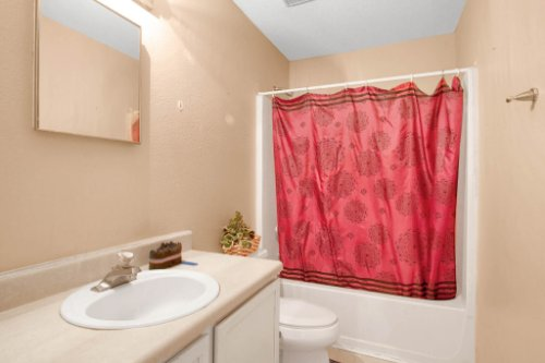 4715-Langdale-Dr--Orlando--FL-32808----25---Bathroom.jpg