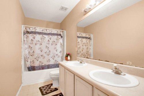 4715-Langdale-Dr--Orlando--FL-32808----28---Bathroom.jpg