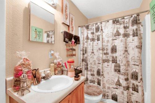 4715-Langdale-Dr--Orlando--FL-32808----30---Bathroom.jpg
