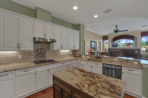 3267-Regal-Crest-Dr--Longwood--FL-32779----15---Kitchen.jpg