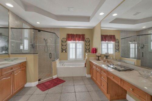 3267-Regal-Crest-Dr--Longwood--FL-32779----25---Master-Bathroom.jpg