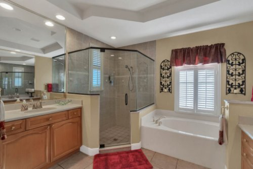 3267-Regal-Crest-Dr--Longwood--FL-32779----26---Master-Bathroom.jpg