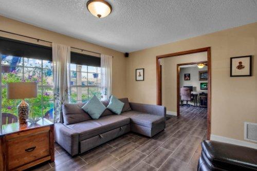 7101-Tallowtree-Ln--Orlando--FL-32835----14---Family-Room.jpg