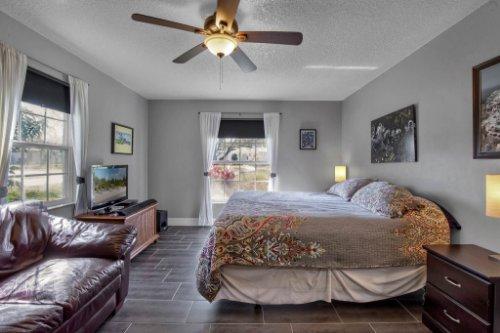 7101-Tallowtree-Ln--Orlando--FL-32835----21---Master-Bedroom.jpg