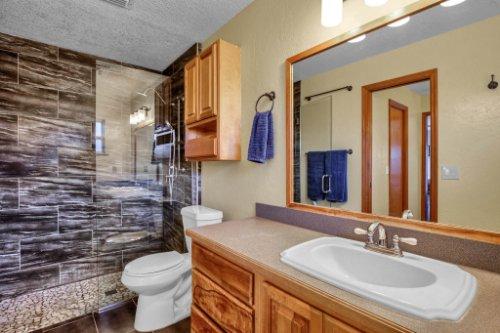 7101-Tallowtree-Ln--Orlando--FL-32835----25---Master-Bathroom.jpg