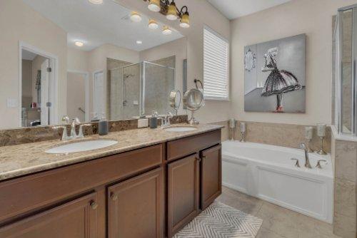 622-Torgiano-Dr--Ocoee--FL-34761----21---Master-Bathroom.jpg