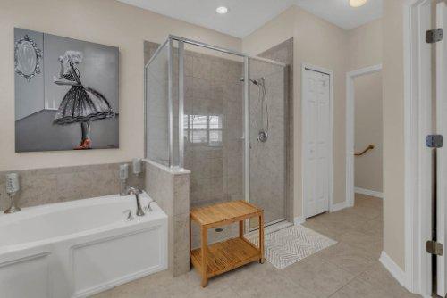 622-Torgiano-Dr--Ocoee--FL-34761----22---Master-Bathroom.jpg