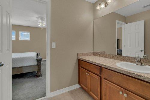 622-Torgiano-Dr--Ocoee--FL-34761----26---Bathroom.jpg