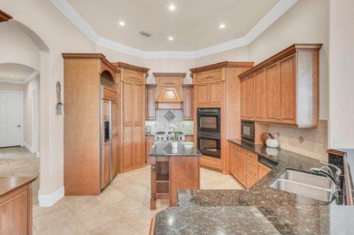 8234-Stone-Mason-Ct--Windermere--FL-34786----18---Kitchen.jpg