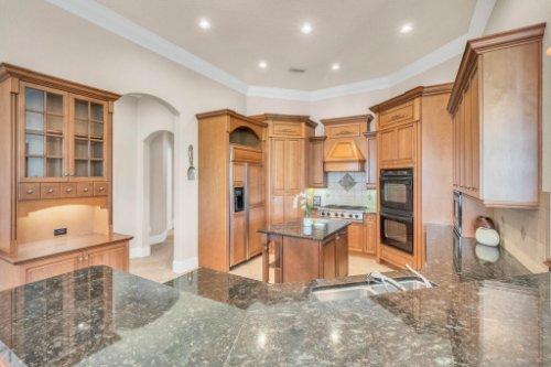 8234-Stone-Mason-Ct--Windermere--FL-34786----19---Kitchen.jpg