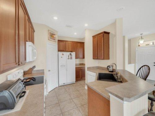 1721-Pine-Oak-Trail--Sanford--FL-32773----10---Kitchen.jpg